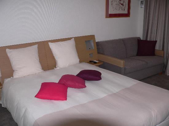 Novotel Paris Les Halles: king sized bed (in Paris!)