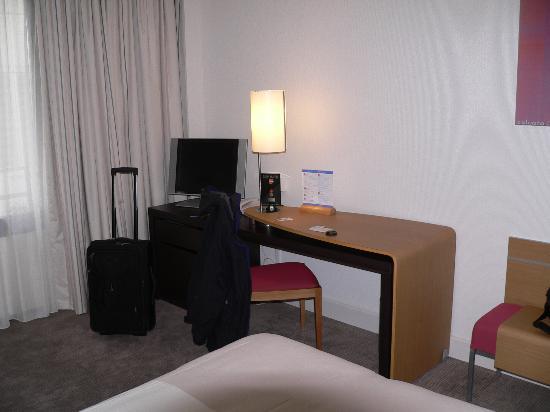 Novotel Paris Les Halles : hotel room