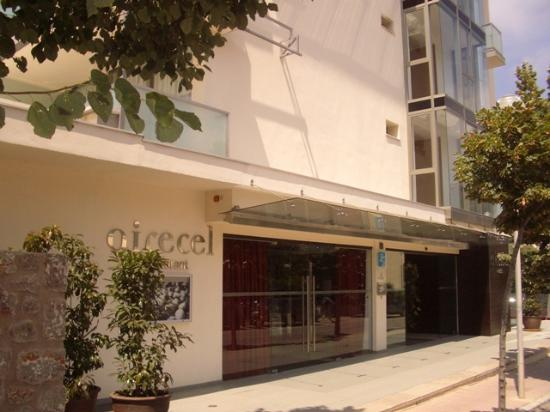 Aimia Hotel: Front Entrance