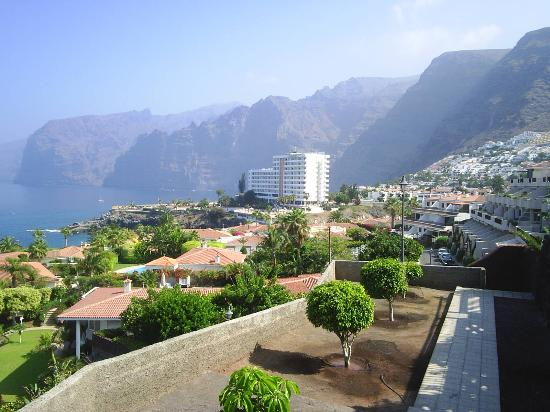 Sensimar Los Gigantes: we took this picture of the hotel while on a scenic walk