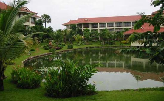 Sofitel Angkor Phokeethra Golf and Spa Resort: Hotel grounds