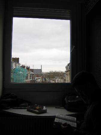 Hôtel Victor Hugo : Out the window