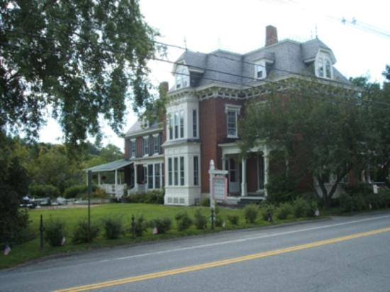Parker House Inn and Bistro : Side view of Parker House