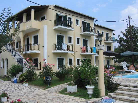 Charieta Studios & Apartments