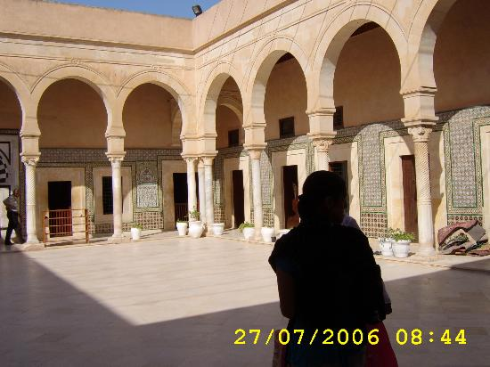 Mosque Sidi Sahbi (Mosque of the Barber): The courtyard - Taken by JQ2006