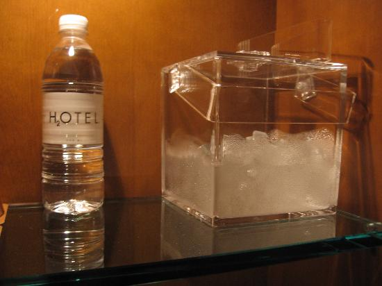 Le Germain Hotel Toronto Mercer: Filled ice bucket and free water with turndown