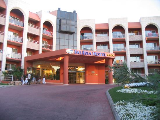 Falesia Hotel: Entance to hotel