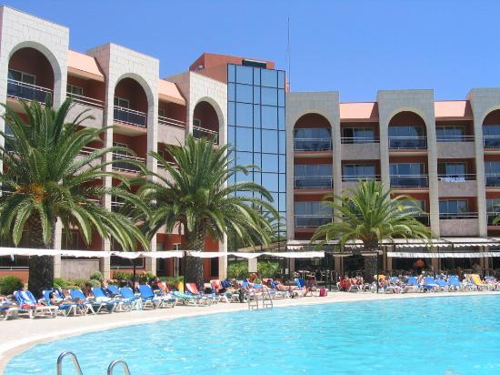 Falesia Hotel: Hotel & pool