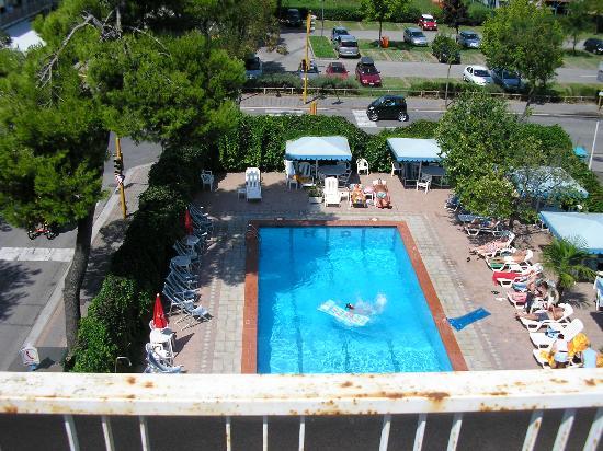 Hotel D'annunzio: Pool area