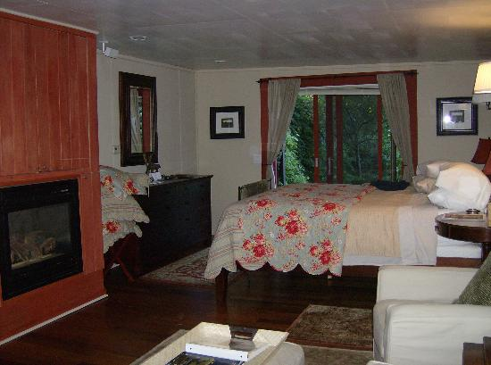 1795 Acorn Inn: Barn Suite Room