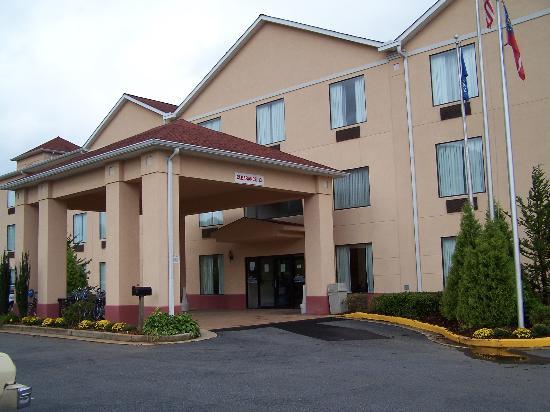Holiday Inn Express Hiawassee : Main Entrance