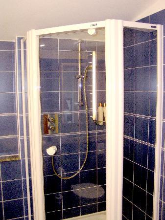 Novotel Cardiff Centre: Shower