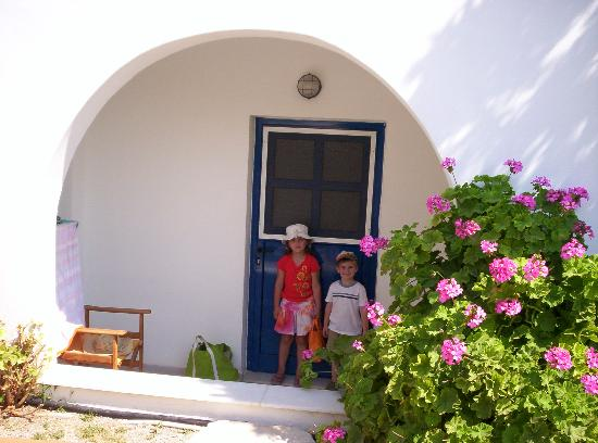 Athina Studios and Apartments: In front of our room