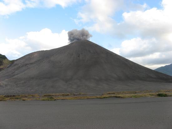 Mount Yasur: Mt Yasur's ash plains