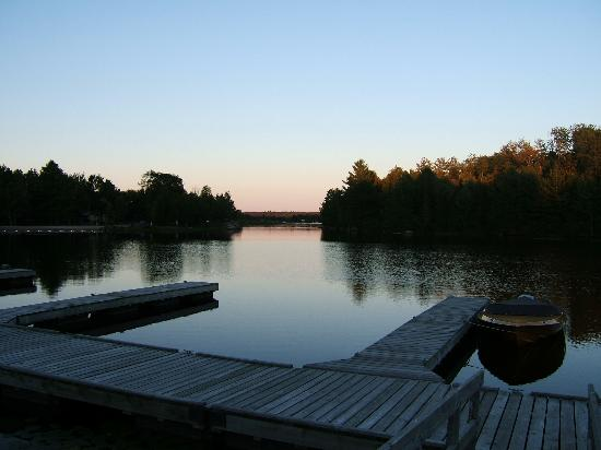 Woodland Echoes Resort: sunset of magnetawan