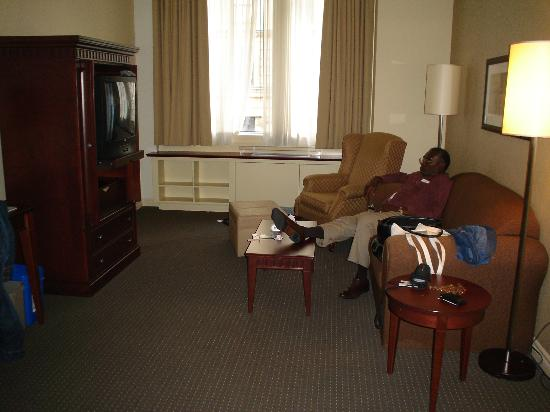 Le Square Phillips Hotel & Suites : Living Room in Family Suite