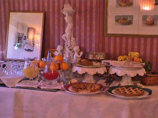 Hotel Villa Abbazia: Part of the Breakfast Buffet
