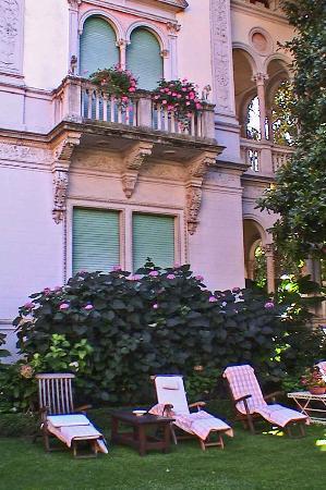 Hotel Villa Abbazia: Outisde Lounge Area