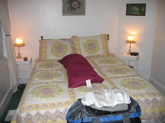 Chicago Street Inn: Queen bed bungalow room