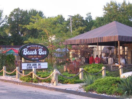 Chicago Street Inn Beach Bar