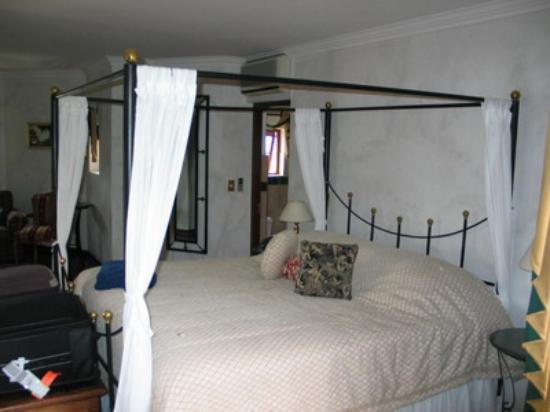 Hotel Heinitzburg: Our Room