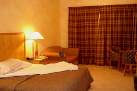 Ramee International Hotel Dubai: Big room, king size bed