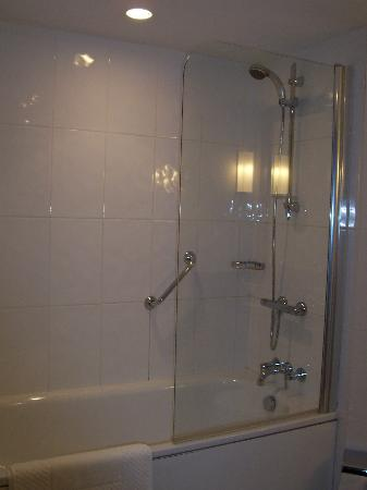 Malmaison Birmingham: Shower & Bath