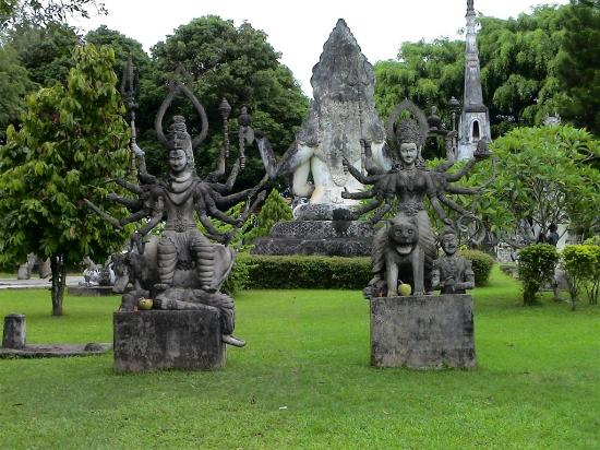 Vientiane, Laos: statue