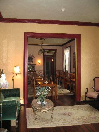 Mooring B&B : Parlor / Dining Room