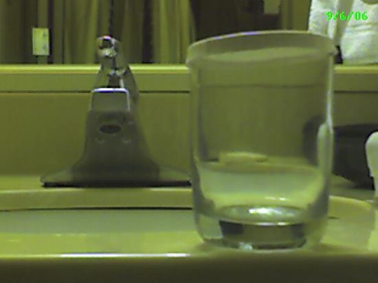 "Wyndham Garden Huntsville Airport : A ""clean"" glass in the bathroom."