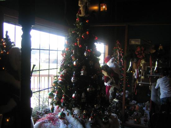 Santa's Lodge: inside lobby