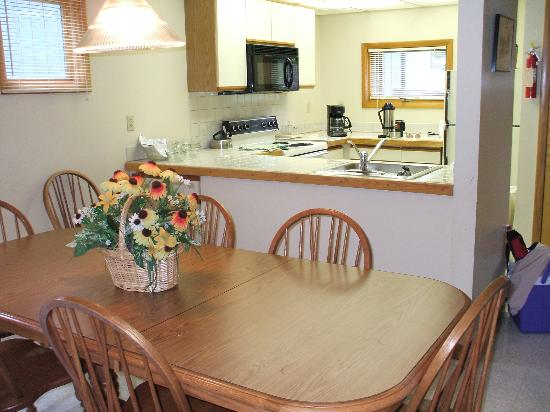 Ridge Top Village at Shawnee: dinning room and kitchen