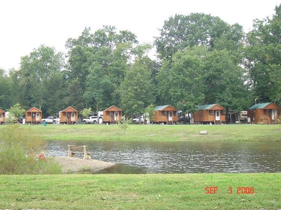 Splash Magic Campground: log cabins across from dolphin cove
