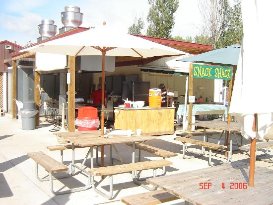 Splash Magic Campground: Snack Shack at the pool