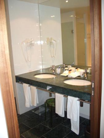Sofitel Berlin Kurfürstendamm: Bathroom