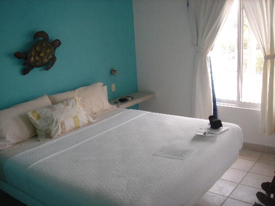 Coral Reef Inn: My cozy room