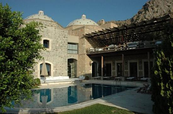Ada Hotel : This is the main pool with the hamam in the background (the two domes).
