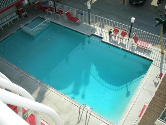 Matador Oceanfront Resort: Pool