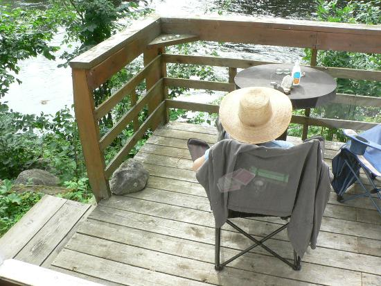 Silgrey Resort: Our deck overlooking the rapids of York River