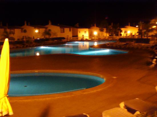 Ponta Grande Resort: Pool at night