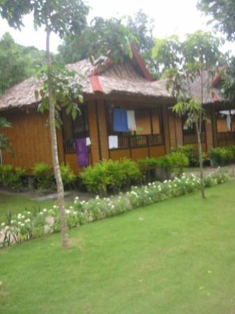 Bans Beach Resort: Typical cottages at Baans
