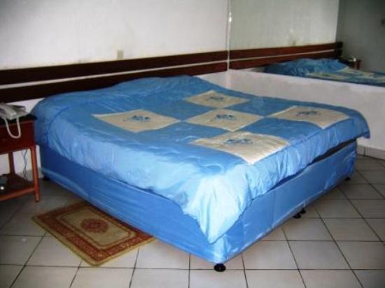lit double. Black Bedroom Furniture Sets. Home Design Ideas