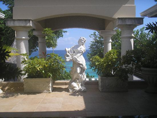 Sandals Royal Plantation: Cool Statue