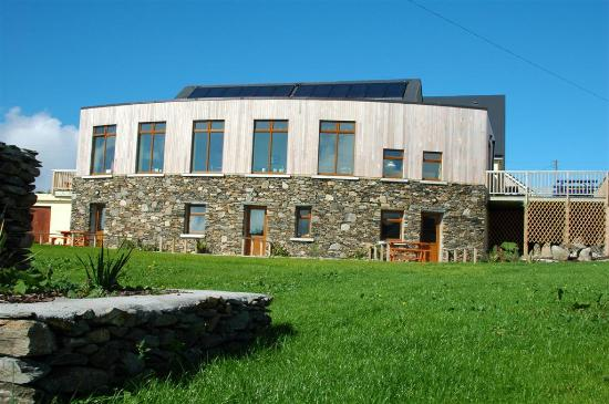 Foto de The Dolphin Hotel and Restaurant Inishbofin