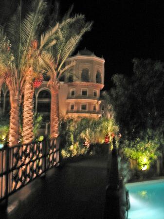 The Makadi Palace Hotel: Hotel at night