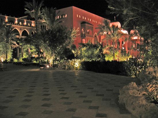 The Makadi Palace Hotel: Hotel at night....