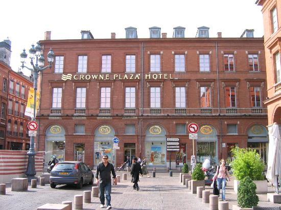 Crowne Plaza Toulouse : Early morning outside the Crowne Plaza