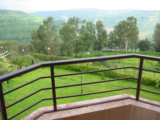 Panchgani, India: Beautiful Valley view from hotel room (Premium!) balcony/terrace