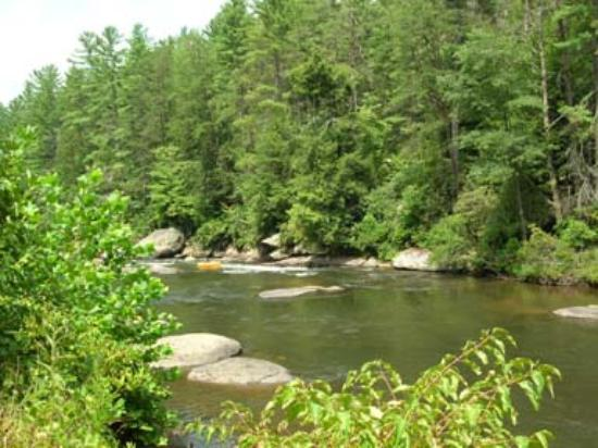 Aska Mountain Mill Bed & Breakfast: The Toccoa River, minutes away