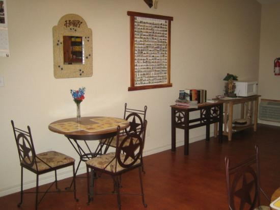 Rocking MJ Ranch Bed & Breakfast: Dining Area